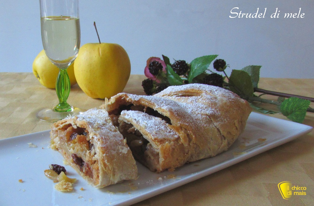 Strudel di mele ricetta con pasta sfoglia il chicco di mais 1 - Italian Christmas meal: What do Italians eat at Christmas?