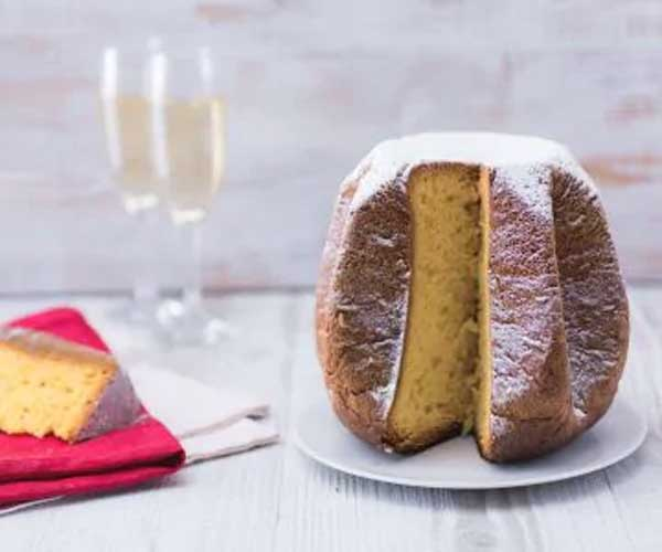 pandoro 1 - Italian Christmas meal: What do Italians eat at Christmas?